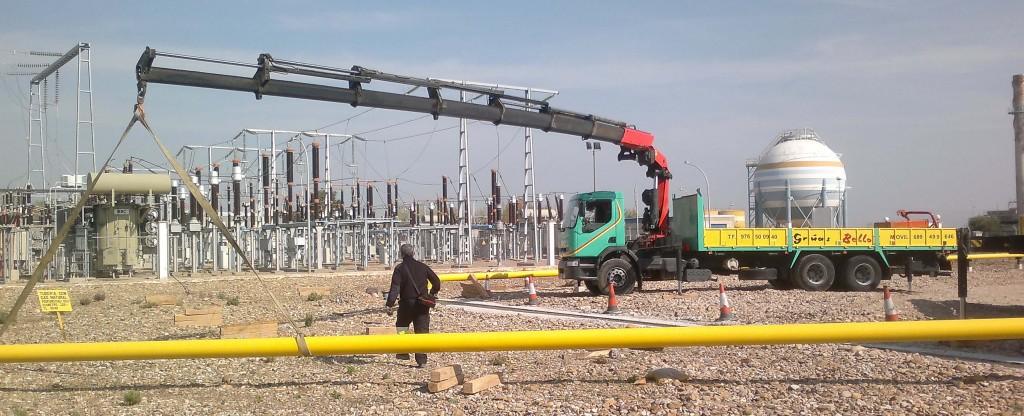 Camión Grúa en subestación eléctrica Zaragoza